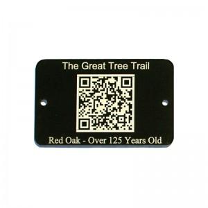 qr code on black tag